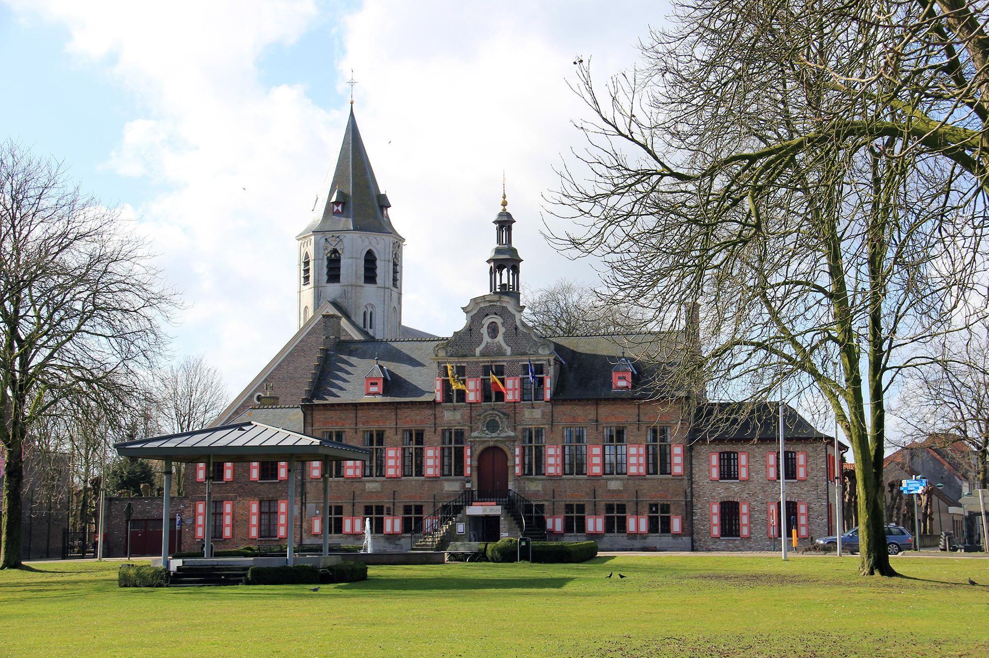Gemeentehuis Kaprijke foto copyright René Molendijk